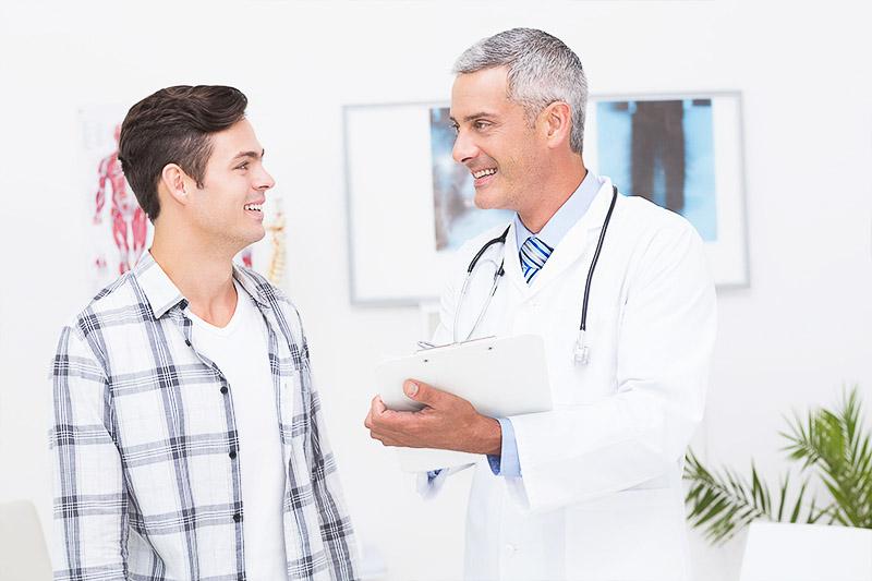 medic besmax comunica zambind cu un pacient