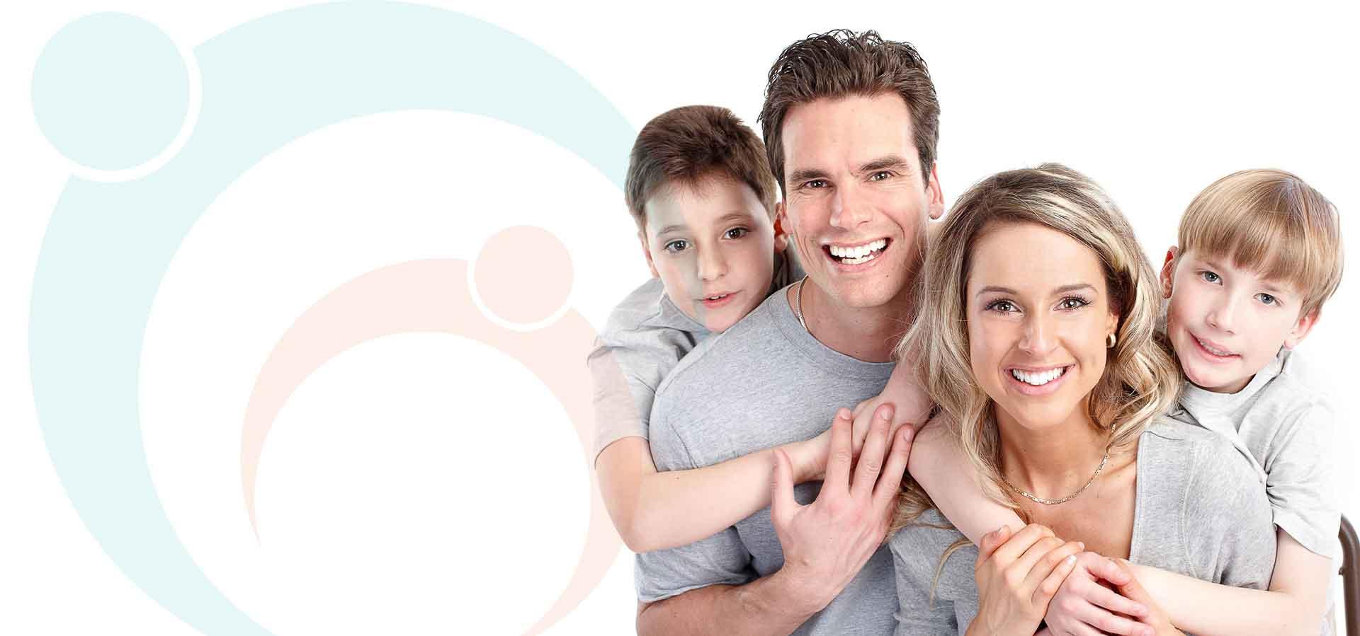 familie fericita langa logoul besmax