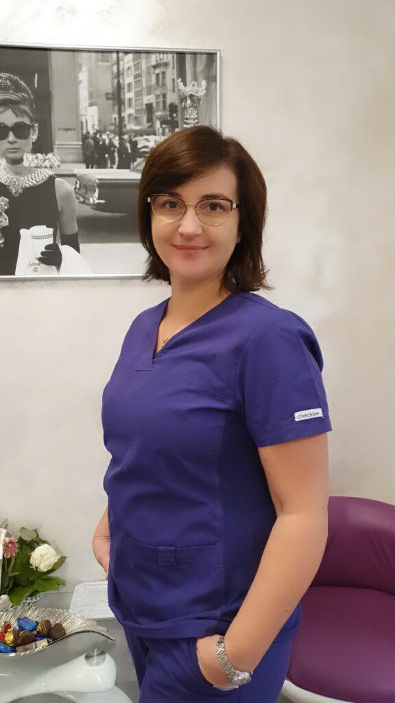 Dr. Ina Petrescu Medic Primar in Chirurgie Plastica Estetica si Microchirurgie Reconstructiva 576x1024 - Reconstructia mamara